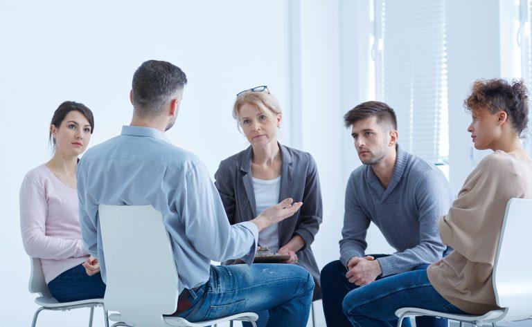 Schäme dich nicht. Therapeutische Zentren suchen, um mit Sucht umzugehen