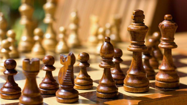 Hölzernes Schachspiel In Ihrem Budget